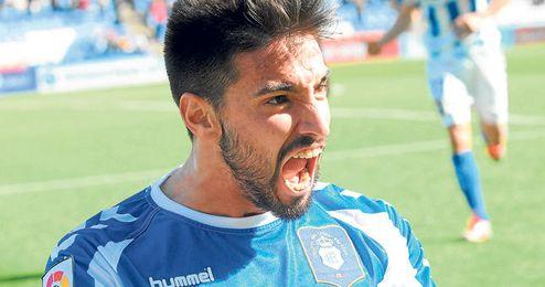 Manuel Jesús Vázquez Florido ha explotado a los 22 años y se ha consolidado como el principal referente ofensivo del Recreativo, con el que lleva 15 goles.