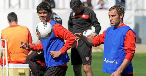 Israel Puerto durante un entrenamiento con el Sevilla.