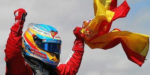 Fernando Alonso celebra su victoria en el GP de España.