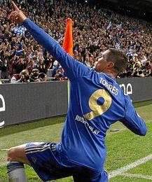 Fernando Torres celebra el primer tanto del partido, obra suya.