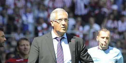 Gregorio Manzano observa a sus jugadores durante un partido de Liga.