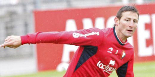 Rubén durante un entrenamiento con Osasuna.