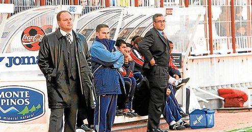 Pepe Mel y Gregorio Manzano en el Rayo-Tenerife de la temporada 2001/2002, cuando el primero dirigía a los chicharreros y el segundo a los vallecanos.