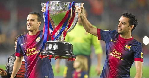 Pedro y Xavi celebrando el título de Liga.
