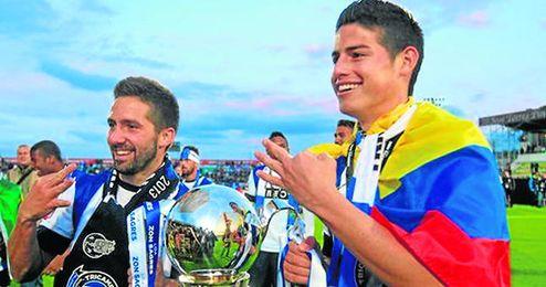 James Rodríguez y Joao Moutinho han fichado hoy por el Mónaco, que se ha gastado 70 millones de euros en los dos.