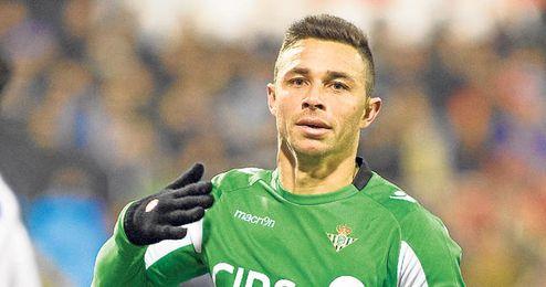 Rubén Castro celebra el tanto que anotó en La Romareda esta campaña.