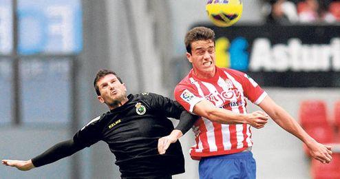 El colombiano Bernardo ha cuajado una buena campaña en Gijón.