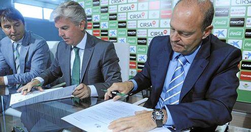 Pepe Mel ha renovado hoy su contrato con el Betis hasta 2017.