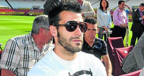 Álvaro Negredo tiene muchas opciones de salir del Sevilla este verano.