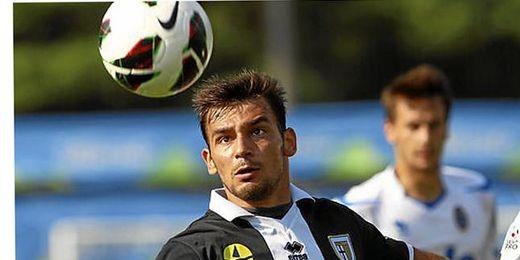 El Parma maneja varias propuestas para ceder al jugador.