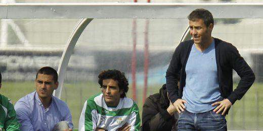 El técnico Óscar Cano seguirá al frente del filial heliopolitano la próxima campaña.