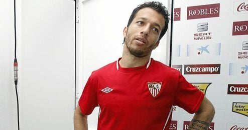 El club ha comunicado a Cicinho que tendrá que regresar antes de tiempo de vacaciones.