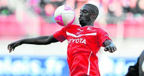 El franco-senegalés Rémi Gomis controla un balón durante la 12/13.