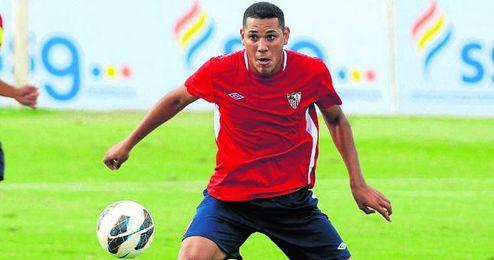 El medio holandés Hedwiges Maduro, durante un entrenamiento en la ciudad deportiva nervionense.