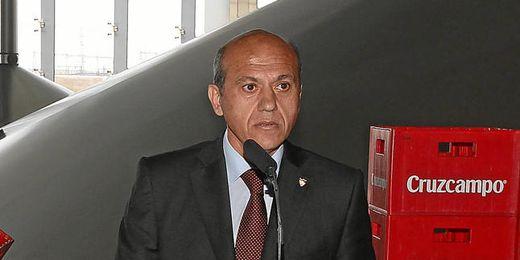 Del Nido, en la presentación de Raul Rusesco como nuevo jugador del Sevilla.