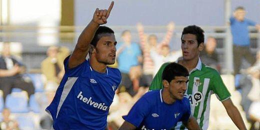 Astrain llegó cedido al Écija el verano pasado fruto de las buenas relaciones con el Córdoba.