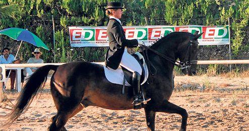Teresa Ortiz Carpintero con su caballo ´CEA Zorro´.
