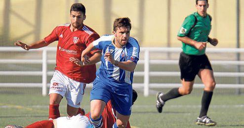 El delantero Roberto nueva incorporación a la plantilla que dirige Antonio Jesús Falcón.