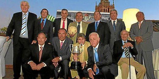 José Núñez Naranjo en el acto del 35 aniversario de la Copa del Rey (sentado abajo a la derecha).