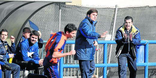Juanma Prado, nuevo entrenador del Triana, durante su etapa en el cerro la pasada temporada