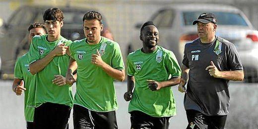 Vilarchao, Matilla y Cedrick junto a Pepe Mel en su primer entrenamiento.