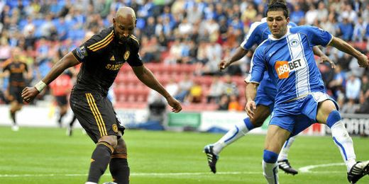Nicolas Anelka debutando con el Chelsea