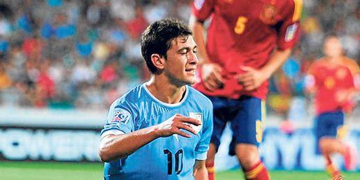 De Arrascaeta, en la imagen con Sotres, disputó el partido de cuartos de final del Mundial sub 20 frente a España.