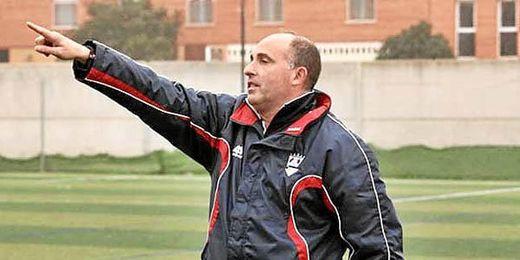 José Ángel Garrido dirigiendo un partido del Pozoblanco