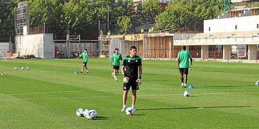 Guillermo Sara entrenándose con el Betis