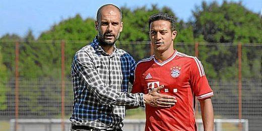 Thiago junto a Guardiola.