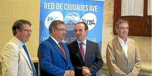 El alcalde de Sevilla durante la presentación del convenio
