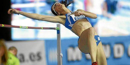 Ruth Beitia durante una final de salto de altura.