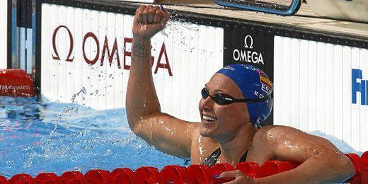 Melani Costa celebra su clasificación para la final de los 200 metros libres.