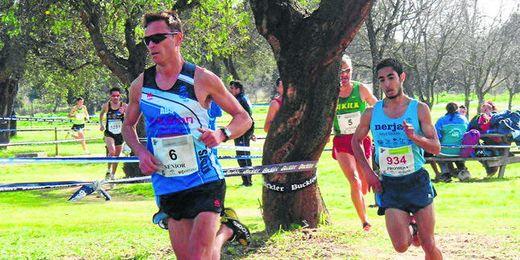 El atleta sevillano, Sergio Lorenzo, se entrena intensamente en el Estadio Olímpico de la Isla de la Cartuja