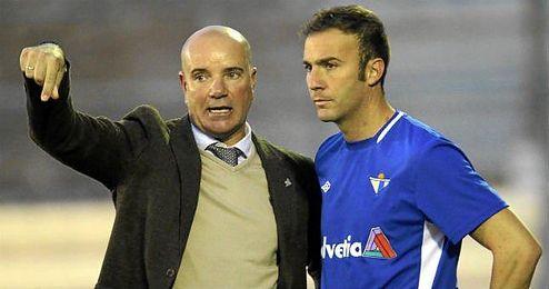 Óscar, durante un partido de la temporada pasada con su ahora ex equipo, el Écija, donde fue capitán.