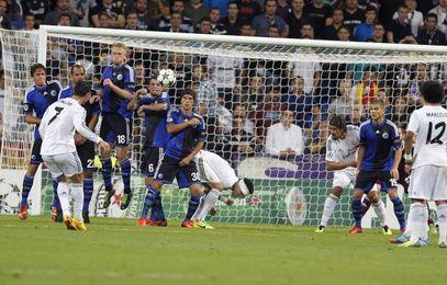 Cristiano Ronaldo lanza una falta en el Madrid-Copenhague.