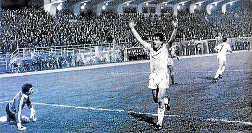 En la foto, Fegic celebra uno de los tres tantos que el Rijeka logró ante el Real Madrid el 24 de octubre de 1984.
