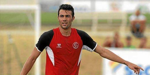 Vicente Iborra, en un entrenamiento con el Sevilla.
