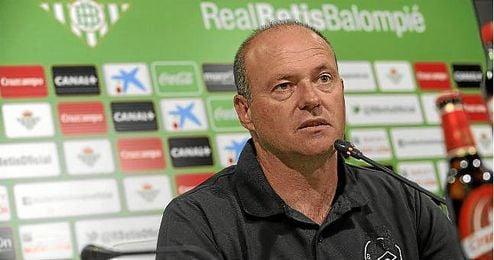 Pepe Mel, durante una rueda de prensa del Betis.