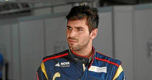 Alguersuari en los entrenamientos del GP de India en el circuito de Buddha en 2011.