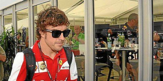 Alonso en los entrenamientos libres del GP de Japón en el circuito Suzuka.