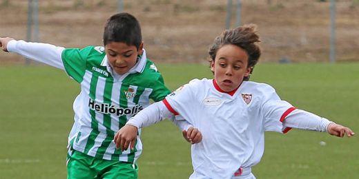 Muchos goles ha habido en los enfrentamientos entre Betis y Sevilla.