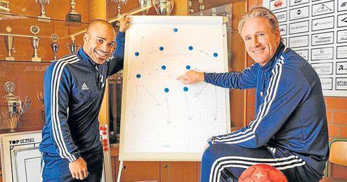 Odonkor posa con Andreas Golombek, el entrenador que le está ayudando.