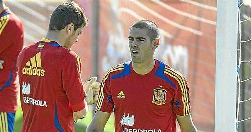 Víctor Valdés, en un entrenamiento con la selección española.
