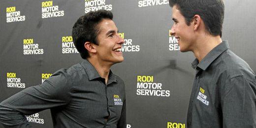 Marc Márquez junto a su hermano.