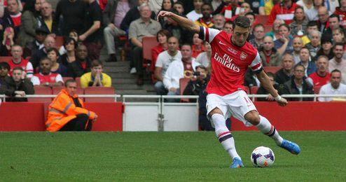 El astro alemán, Mesut Özil, durante un partido en el Estadio londinense Emirates Stadium