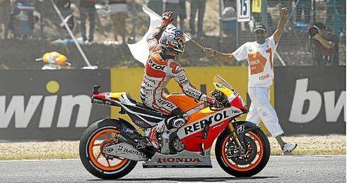 Dani Pedrosa celebra la victoria en el GP de España de MotoGP de este año.