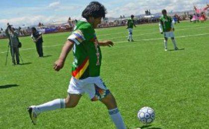 Evo Morales se lesiona y no podrá jugar al fútbol