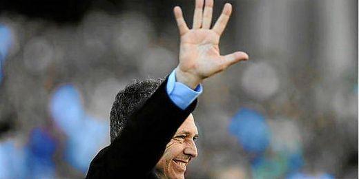 Caparrós recuerda a la afición bética los cinco goles que le endosó el Sevilla