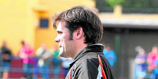 Juanma Prado, técnico del Triana, espera revertir la situación actual.